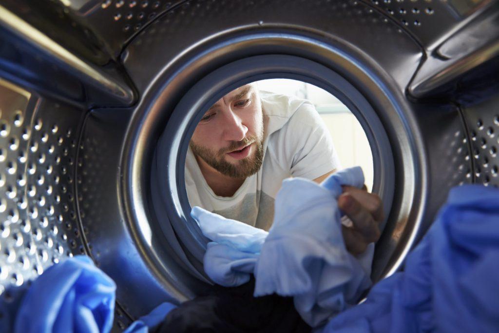 ¿Es cierto que la secadora encoge la ropa?